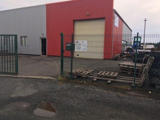 Louer Local professionnel Local professionnel, Saint-Hilaire-de-Loulay 250 m2 - LP520-DURET