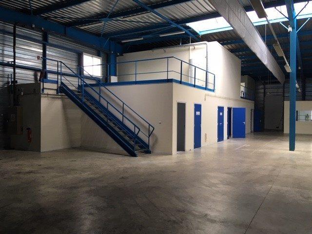 Louer Local industriel Local industriel, La Roche-sur-Yon 3544 m2 - LP586-DURET