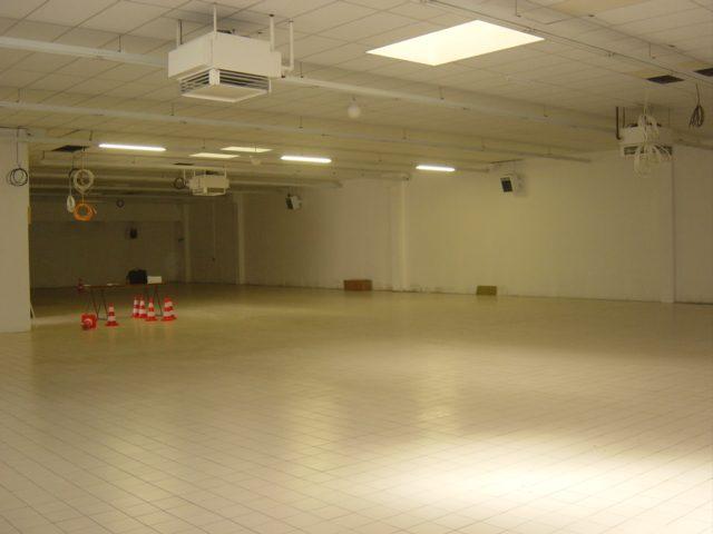 Louer Local commercial Local commercial, Montaigu 900 m2 - LP482-DURET