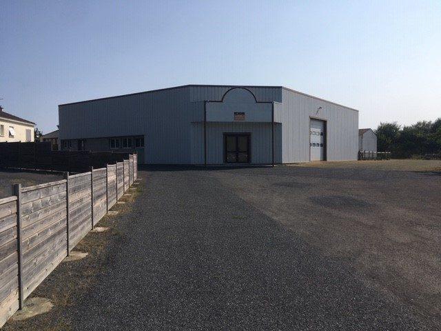 Louer Local professionnel Local professionnel, Montaigu-Vendée 600 m2 - LP742-DURET