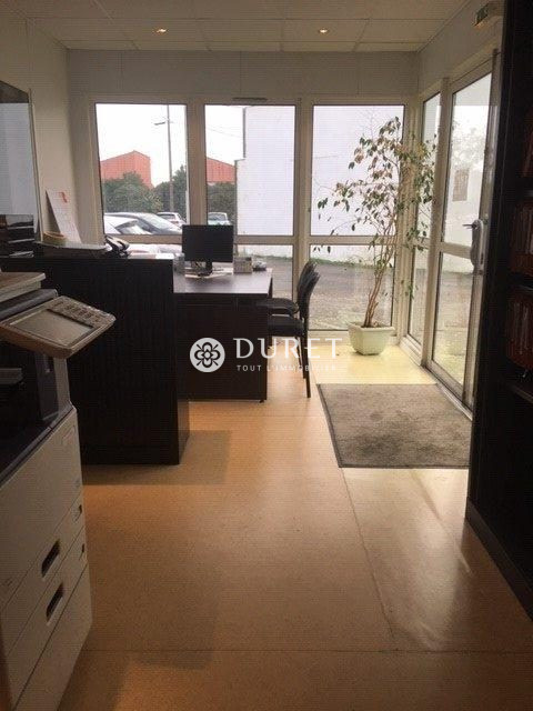 Louer Local professionnel Local professionnel, La Roche-sur-Yon 122 m2 - LP964-DURET